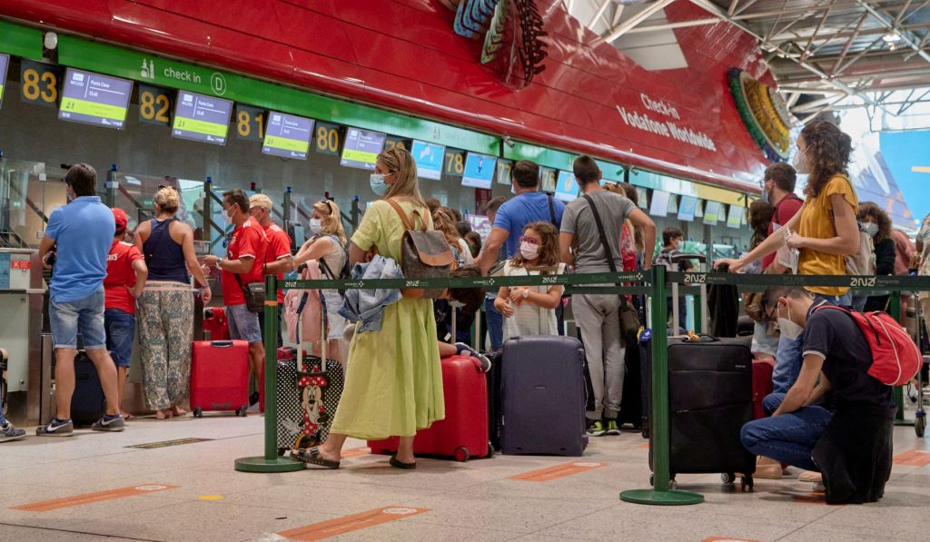 Long lines at check-in during the COVID-19 pandemic at the Lisbon International Airport