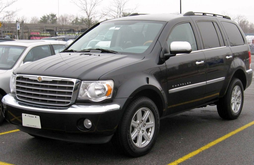 A black 2007 Chrysler Aspen parked outside during the day