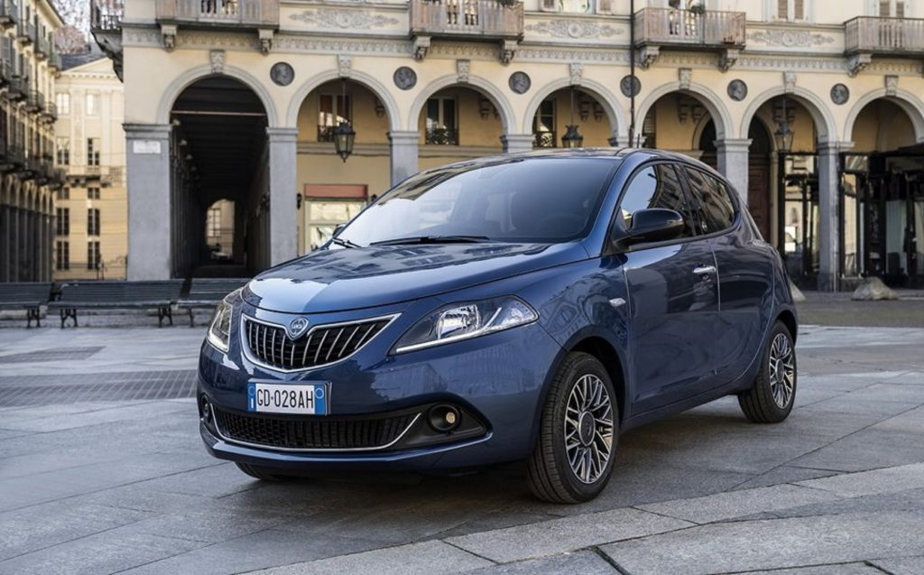 A blue 2021 Lancia Ypsilon EcoChic parked in an Italian city square