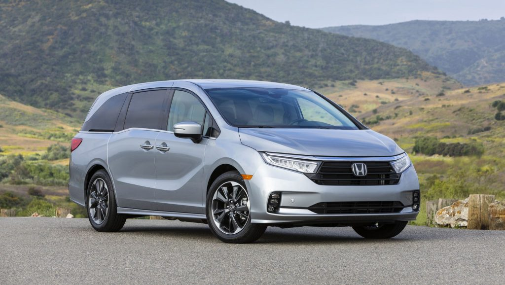 A silver 2022 Honda Odyssey parked outside during the day