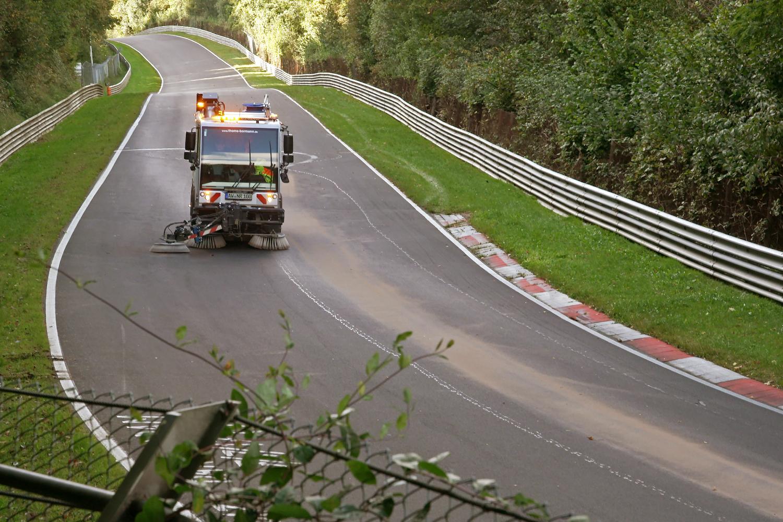 Nürburgring accident cleanup