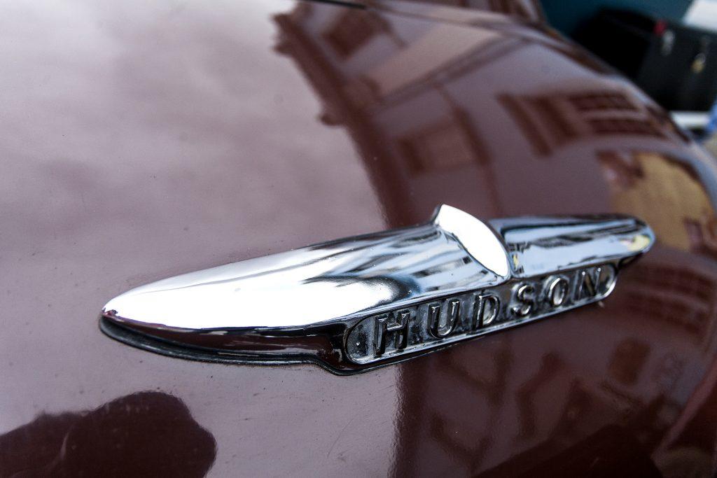 Hudon badge on maroon 1949 Hudson Commodore